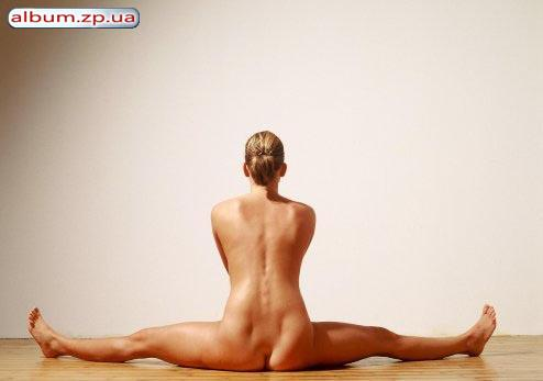 Плющились голые девушки йоги онлайн жена