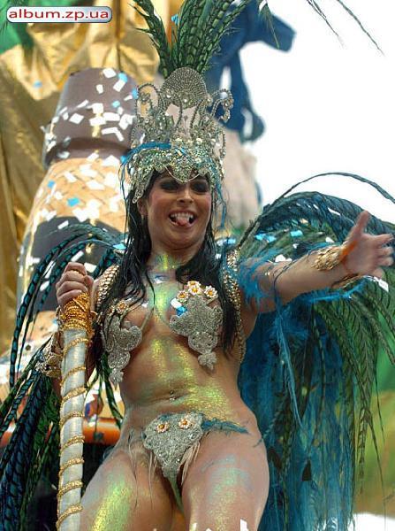 Фото голые девушки на карнавале