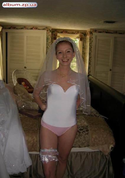 Три девчонки голые на свадьбе 3 фотография